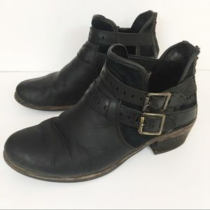 Ugg | Black Patsy Side Buckle Ankle Booties